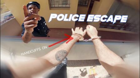 跑酷小伙挑衅警察,怎料对方穷追不舍,结果悲剧了