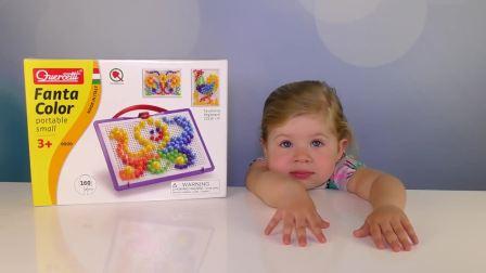 萌娃小可爱和妈妈一起玩玩具,妈妈送给小可爱一筐小蘑菇
