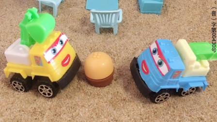 小挖掘机去找小吊车玩,看到小吊车家有小蛋糕,小挖掘机也想吃