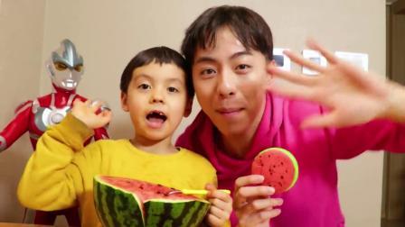 小伶玩具:西瓜零食!西瓜马卡龙西瓜面包到底是什么味道?