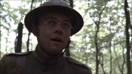 士兵正在欢呼叫好,可炮弹却越炸越近