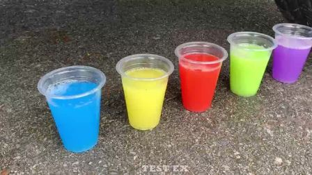 减压实验:牛人把灌水气球、史莱姆、饮料放在车轮下,好减压,勿模仿