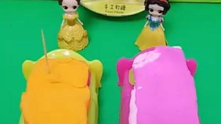 小猪佩奇玩具:白雪公主捡到一个小朋友的滑板车