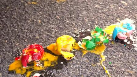 减压实验:牛人把鸡蛋、口香糖、薯片放在车轮下,好减压,勿模仿