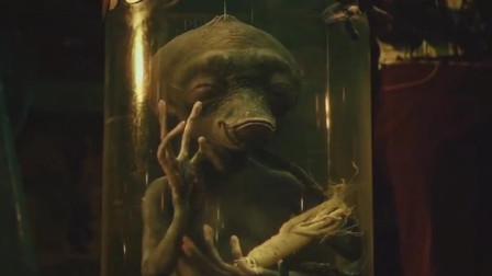 两分钟看完《疯狂的外星人》:外星人来到地球建交,却被当成猴耍