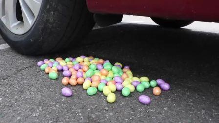 减压实验:牛人把辣椒、糖果、减压球放在车轮下,好减压,勿模仿