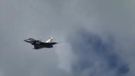 实拍法国空军阵风战机的飞行表演,狂秀机动性,这空中杂技如何?