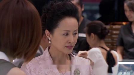 回家的:艾莉起疑,洪母开开心心的挑回礼,世馨在找文彦?