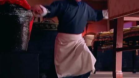 宫:宫女带着太监厨房偷吃东西,没想到因祸得福!