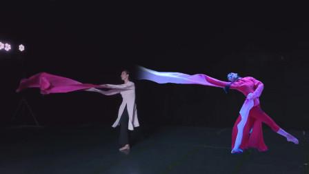 一个中央戏剧学院,一个北京舞蹈学院,感觉水袖在她们手上都活了