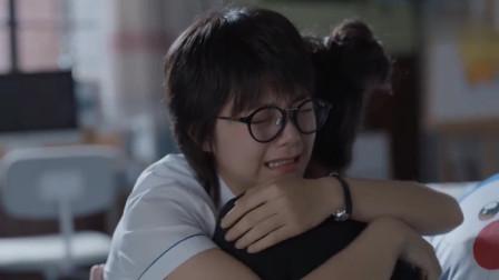 少年派:邓小琪抱着林妙妙痛哭,羡慕她有个幸福的家,太让人心疼了