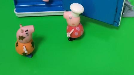 乔治把猪妈妈的口红弄坏了猪奶奶知道了就把他交给了猪妈妈