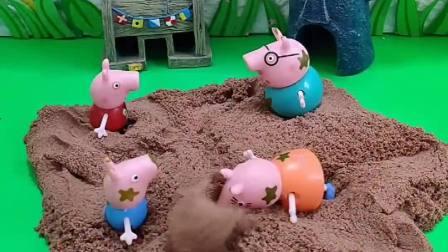 佩奇一家玩沙子,乔治把大家都埋进沙子里,乔治太调皮了