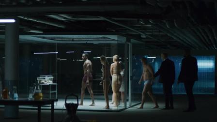 5人被关进密室,想开门必须挖出中间的小偷,这是一场诛心的试验