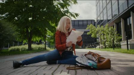 女孩被人写进小说里控制,小说情节怎么写,现实中的她就得怎么做