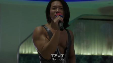肌肉猛男对女神表白,唱起了小情歌,真是太娇羞了!