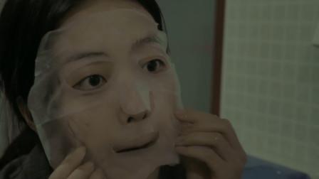 女孩为了变美疯狂敷面膜,没想敷多后面膜长在脸上,再也撕不下来