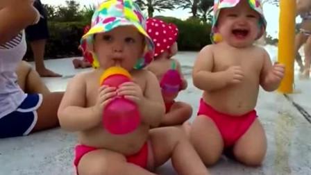 5胞胎宝宝一起在户外玩水,那白白胖胖的身形,简直太抢镜了!