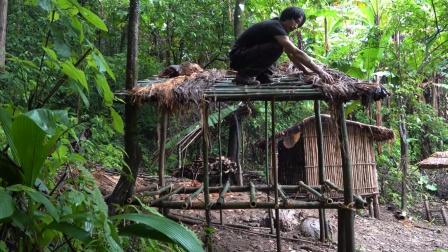 丛林生存,在庇护所旁建起新的小屋,这是准备长期居住下去了