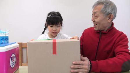 美国儿童时尚,爷爷送了小女孩一个生日蛋糕,好漂亮