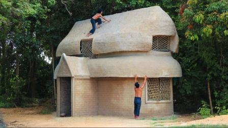 野外生存建造两层泥巴竹屋,造型别致内部空间也很大,住着很舒服