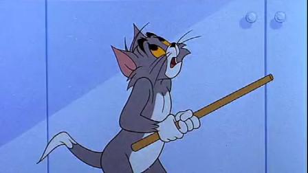 小老鼠杰瑞去偷蛋糕,把可怜的汤姆虐惨了,汤姆都委屈的哭了