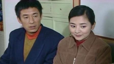 阿霞回来的第二天,就和二串去民政局登记结婚了,两人成合法夫妻