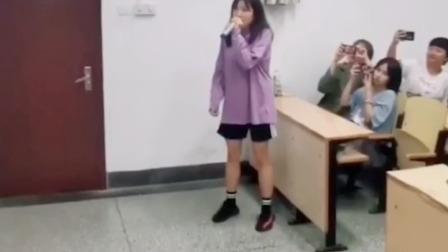 """青岛大学选修课变""""演唱会"""""""