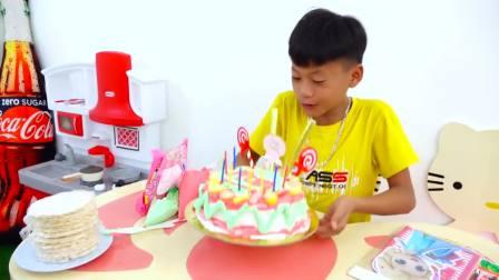 国外儿童时尚,小男孩做蛋糕,真有趣呀