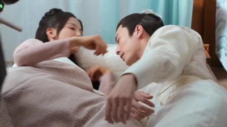 """杨超越吧唧一口亲了徐开骋,被导演吐槽""""亲太猛了"""""""