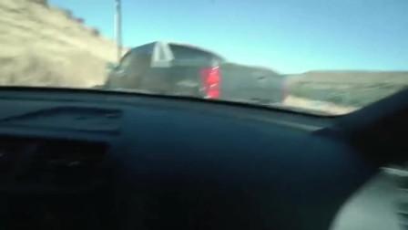 美国疫情期间,警察开车撞上开车逃跑罪犯,真实版美国