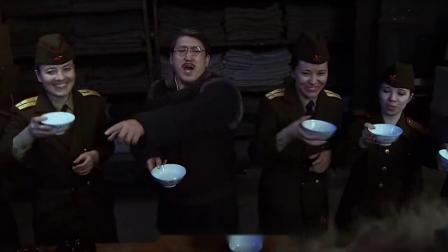 卧底带着人去仓库,怎料和苏联女兵一起喝酒,灌醉就开始搬东西