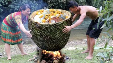 夫妻野外走运捡到菠萝蜜,用来炖鱼吃,口水都要馋掉了