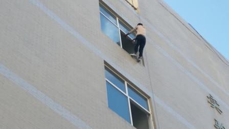 陕西商洛职院发生坠楼 小伙从五楼坠下生命垂危