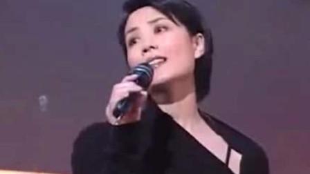 王菲这首歌诠释思念的极致,空灵般的嗓音,20几年来无人能超越