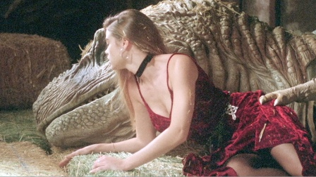 男子大脑被植入恐龙体内,变身机械霸王龙,女友骑着它四处逃命!