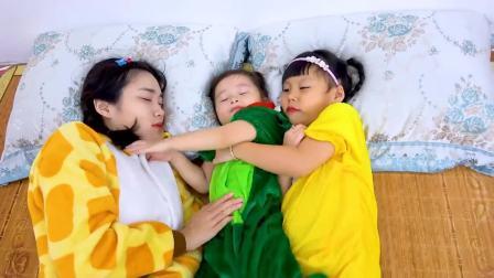 外国少儿时尚,小女孩跟姐姐一起玩耍,真开心啊