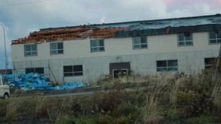 50年一遇!日本遭特大暴雨及龙卷风袭击 海边房顶 渔船被吹飞
