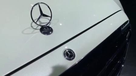 按下最新款奔驰S级车钥匙, 打开车门看到内饰, 等不等自己看着办