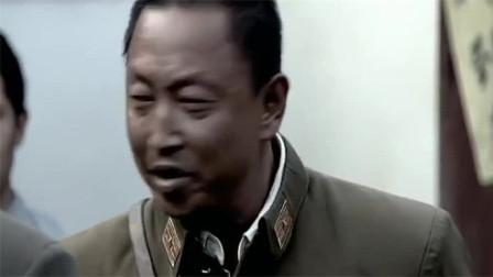 军官见强抓壮丁出手阻拦,营长不知他身份:劝你别插手
