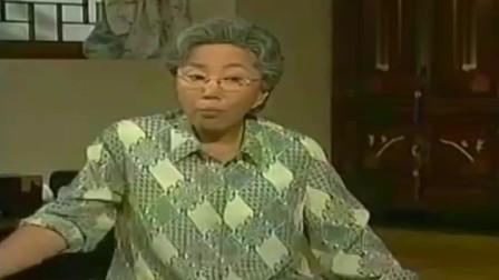 看了又看:基正妈不太高兴,奶奶给银珠擦汗还给扇扇子