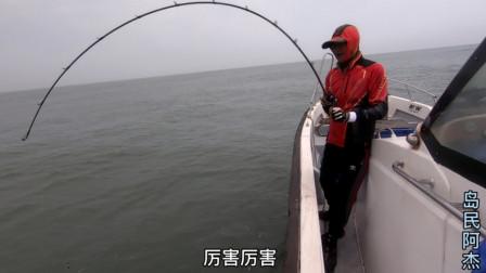 岛民阿杰玩海钓 阿杰的海钓注定不平静,有粉丝说阿杰月入60000,你们说呢(上)