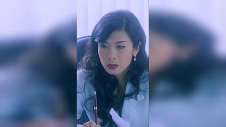 吴家丽1963年出生香港,因主演电影《龙虎风云》而走红