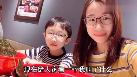 香港人的生活:軒熙妈咪周末带小情人上钢琴课,再一起吃拉面,都说我们长得好像