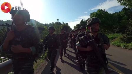 """徒步、越野、反恐 来看武警的""""魔鬼""""训练"""