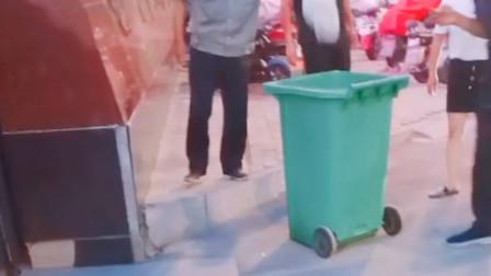 """安徽亳州通报""""保安将学生外卖扔垃圾桶"""":按价赔偿学生损失"""