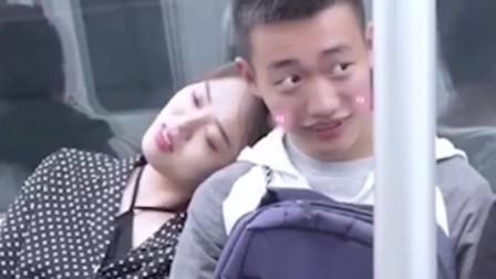 小短腿地铁靠小哥哥,男生和女生反应截然不同,一定要看到最后