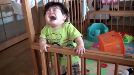 宝宝在爸妈面前玩摇滚,结果用力过猛直接磕脑门上,疼的哇哇大哭
