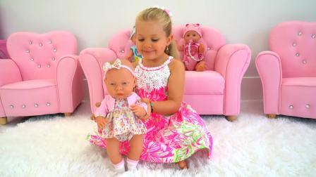 国外萌宝时尚,小女孩堆方块积木,太搞怪了