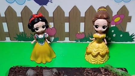 白雪公主要给母后做好吃的,贝儿公主不开心,母后不会喜欢你的